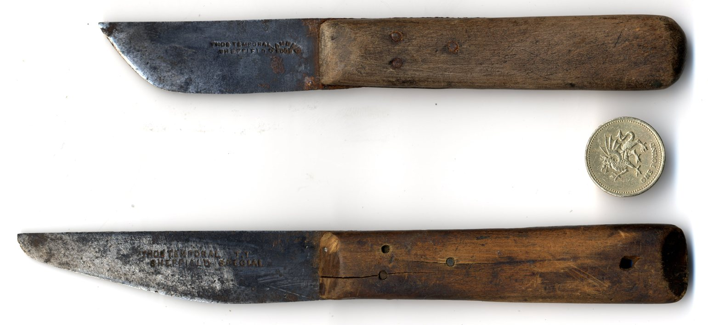Thomas_Temporal_knives.jpg