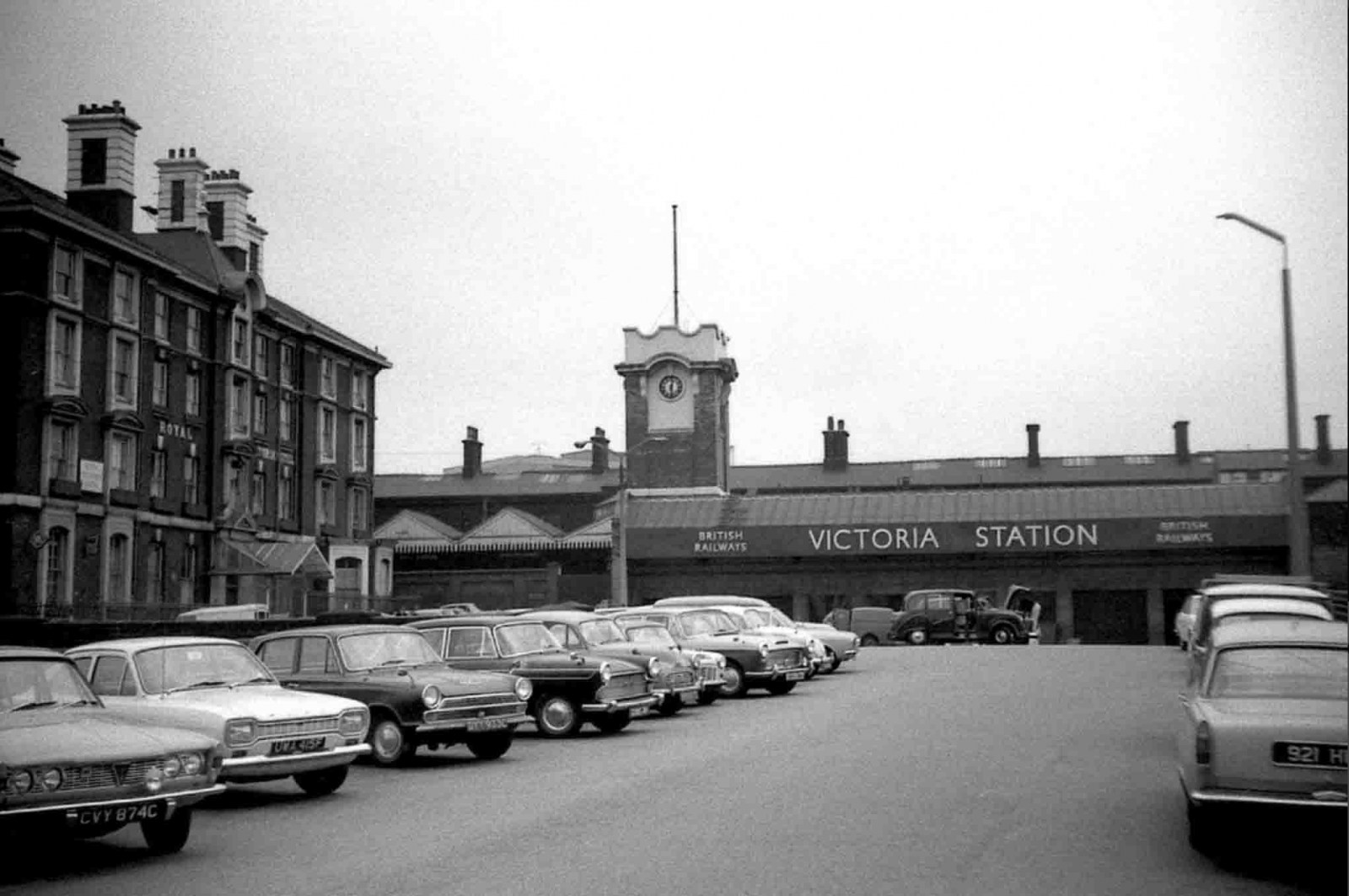 victoria train station sheffield.jpg