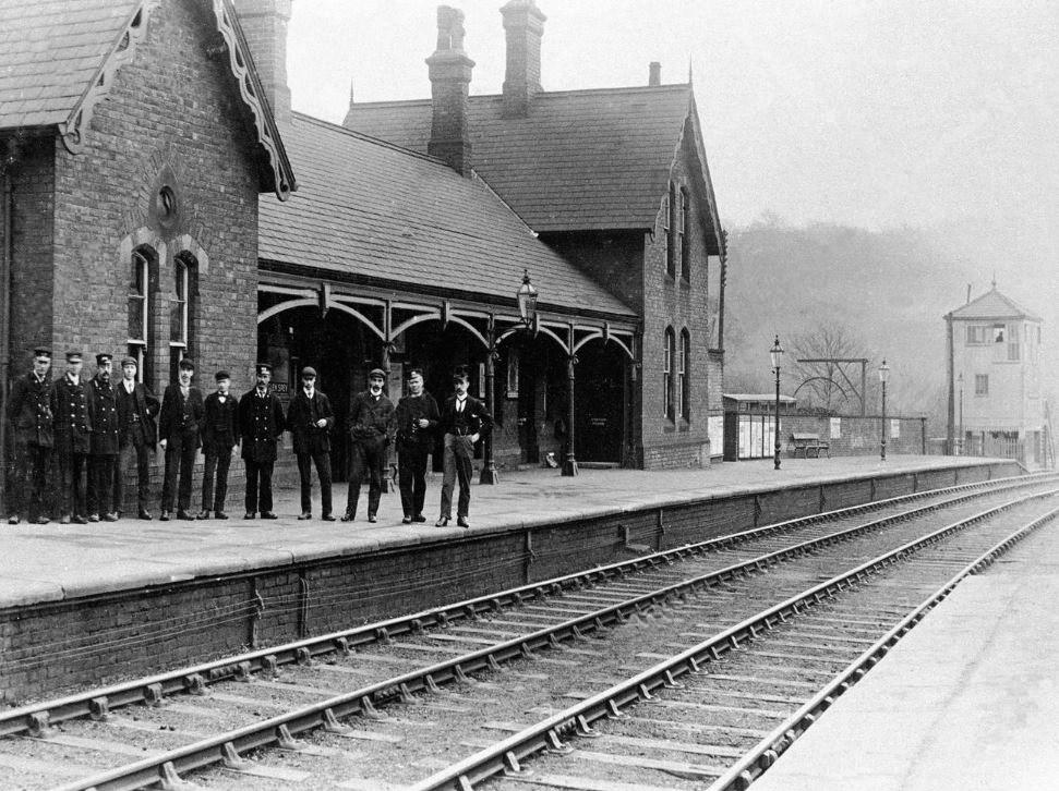 Old Chapeltown & Thornecliffe Railway Station. B&W.jpg