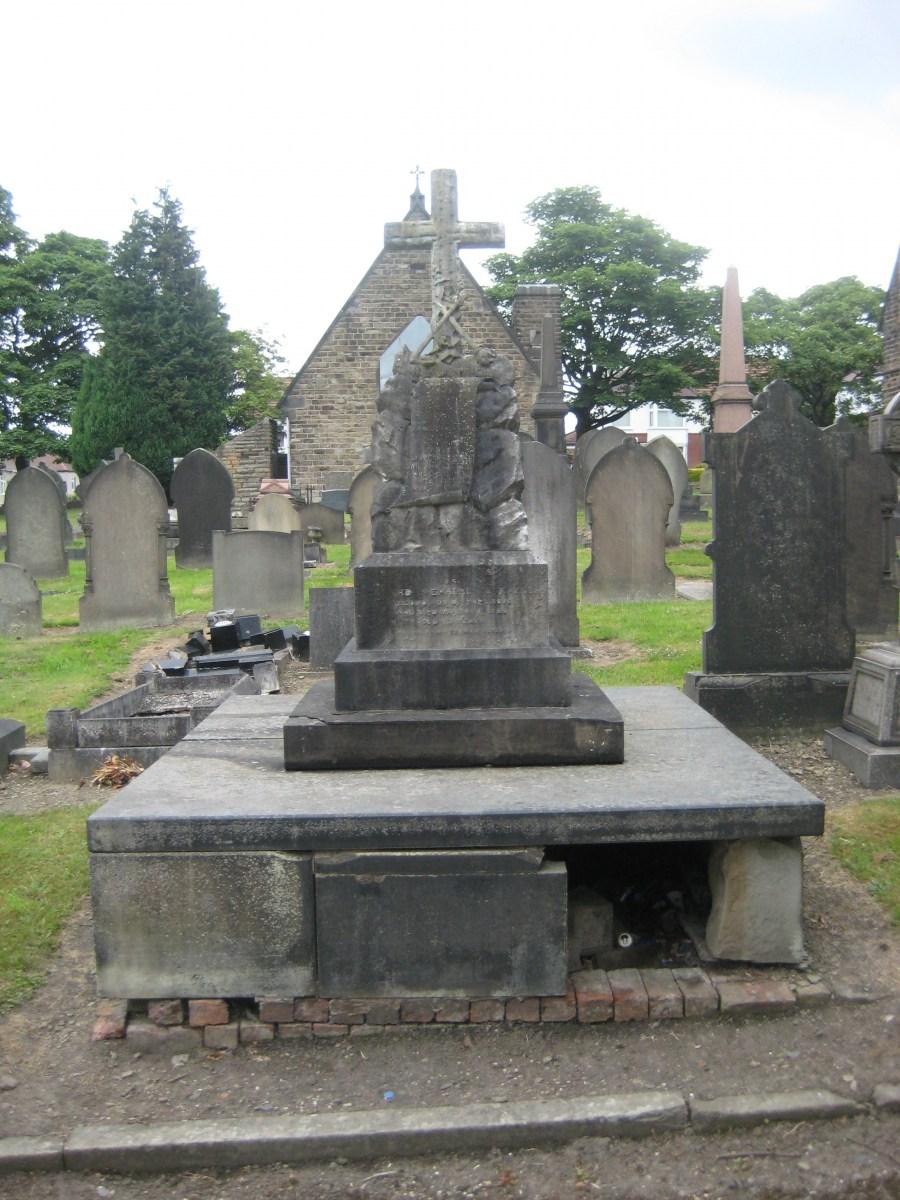 Norton Cemetery, Sect E Grave 7, Cockayne, Edward Shepherd, William, Mary nee (1).JPG