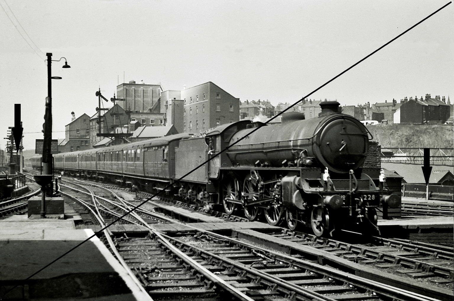 CAIMF357-NBLG.26129-1947, Class B1, No.1228-(B.R. No.61228) at Sheffield Victoria-(West End)-27-09-1947.jpg