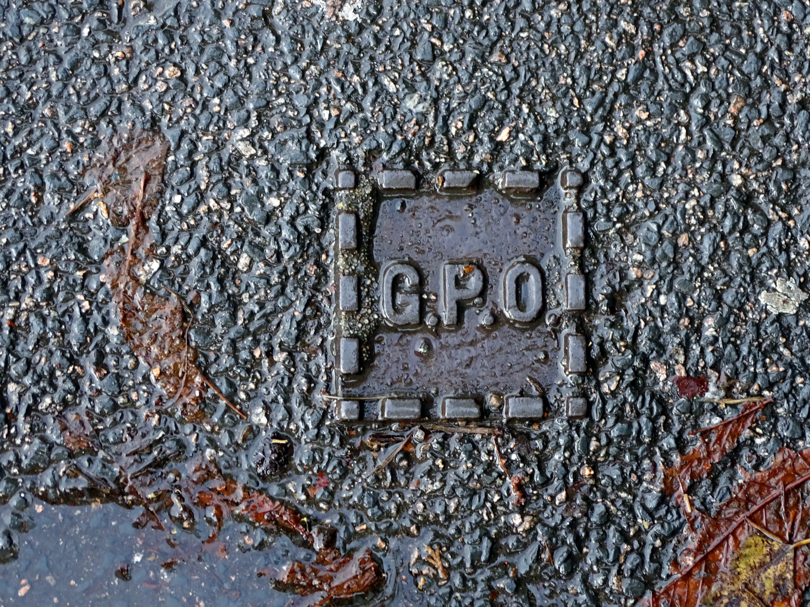 G.P.O._joint_cover_Manchester_Road.png