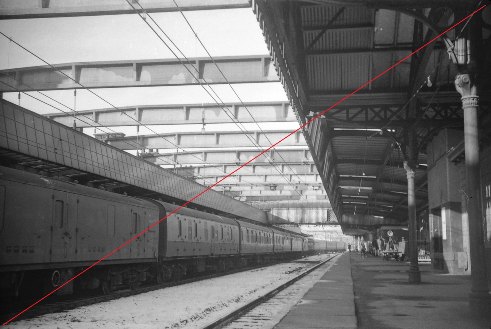 SVTS002-Sheffield Victoria Railway Station-(from up platform looking West)-20-01-1973-web copy.jpg