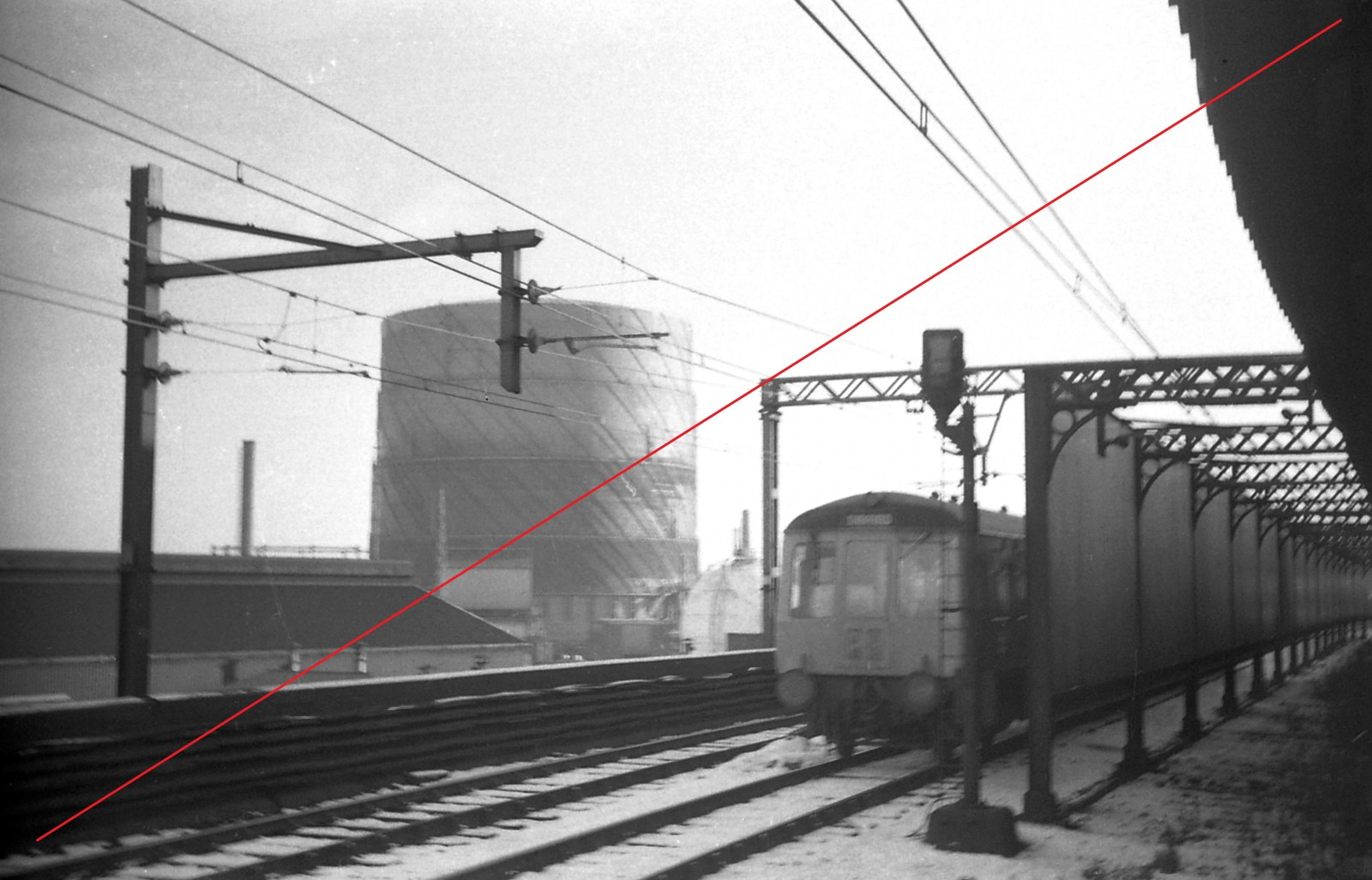 SVTS004-Sheffield Victoria Railway Station-(from up platform looking East)-20-01-1973-web copy.jpg