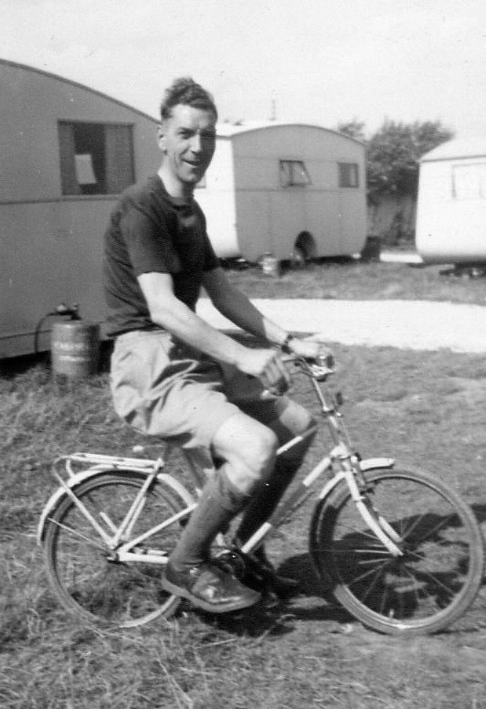 Cayton Bay 1952 dad.jpg