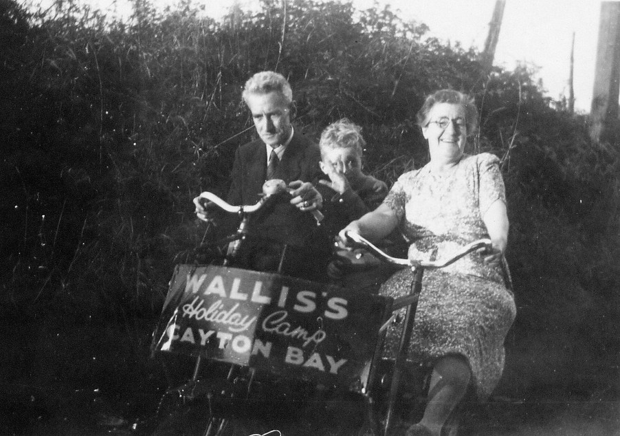 cayton1952 William & Lilian Morris & me.jpg