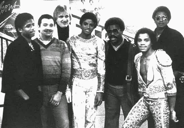 Destiny-Tour-Backstage-michael-jackson-7567391-644-450-e155c-1.jpg