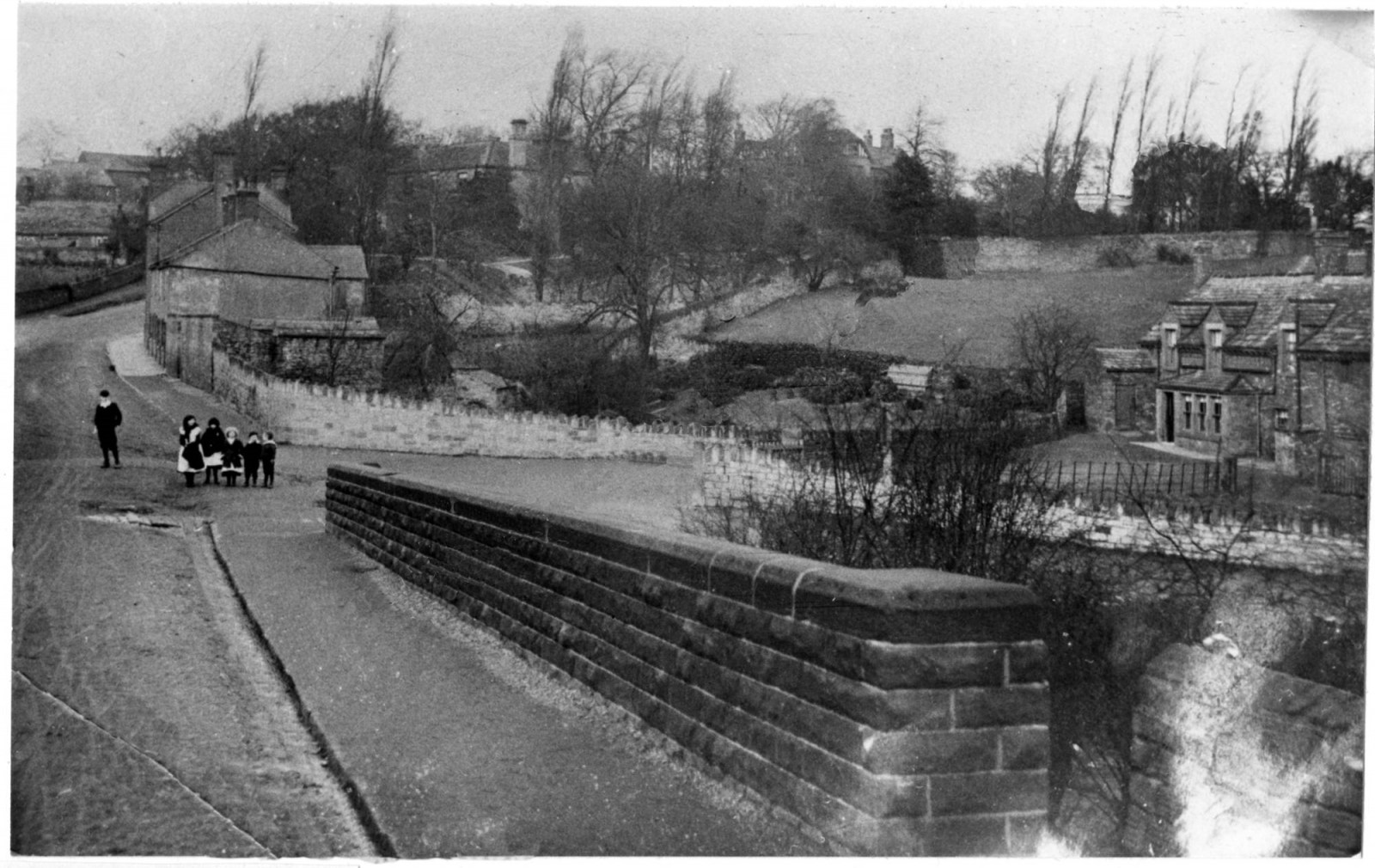 Lane End with Bridge Inn (now a housing estate) c1900.jpg