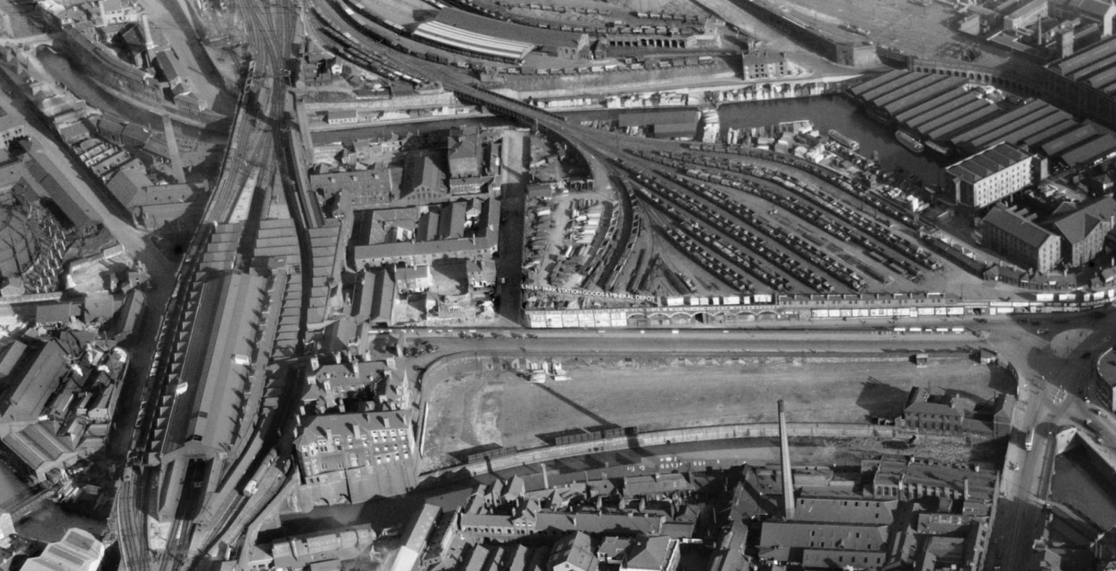 Victoria station approach from air 1937.jpg
