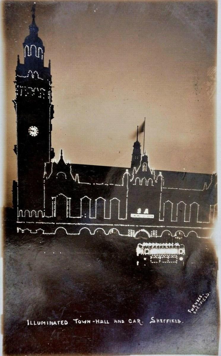 illuminated_town_hall_and_tram_1911.jpg