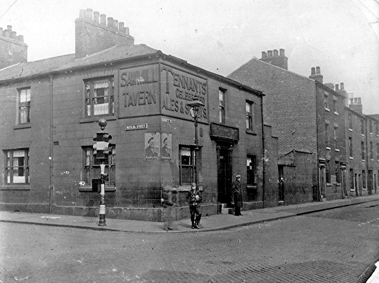 Saw Mill Tavern Sidney St Matilda Street the traffic lights were the very first to be installed in Sheffield.jpg