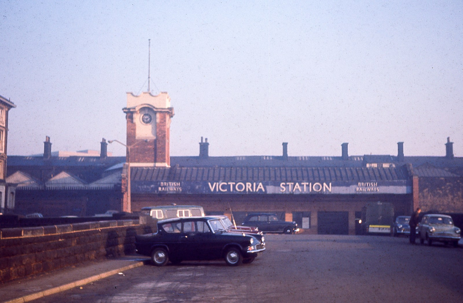 Sheffield Victoria Station approach 18th November 1967.jpg