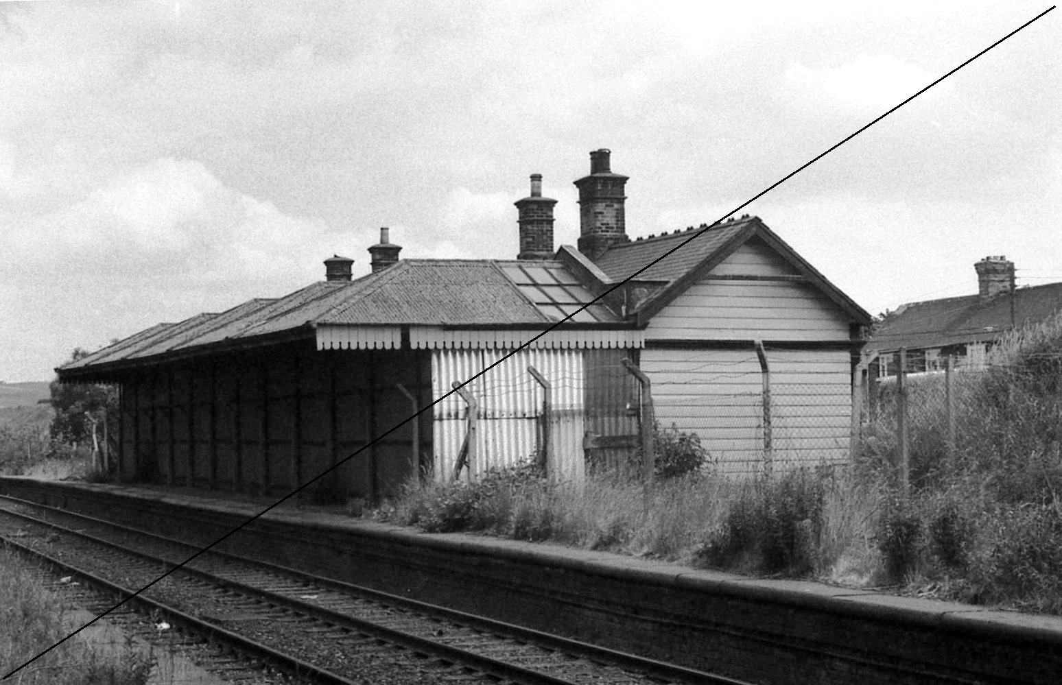 GCR005-Killamarsh Central Station-Up Platform-16-06-1977.jpg