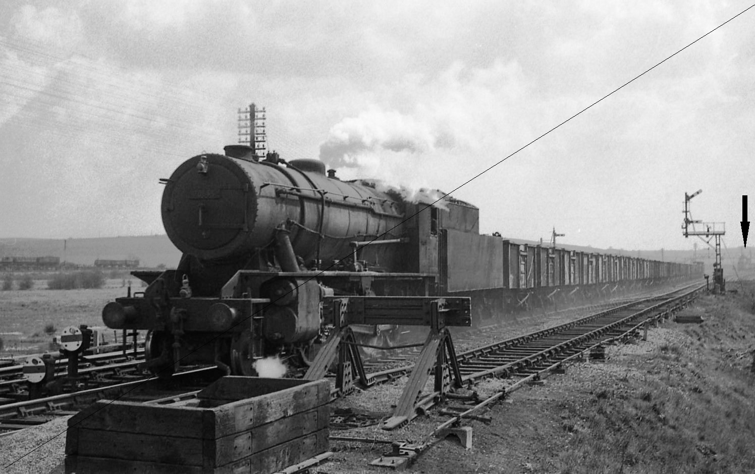 CAI975-VF.2300.5084-1944, Class WD-8, No.90647, (Shed No.36C, Frodingham), at Holbrook Colliery Sidings, near Beighton-18-04-1964.jpg