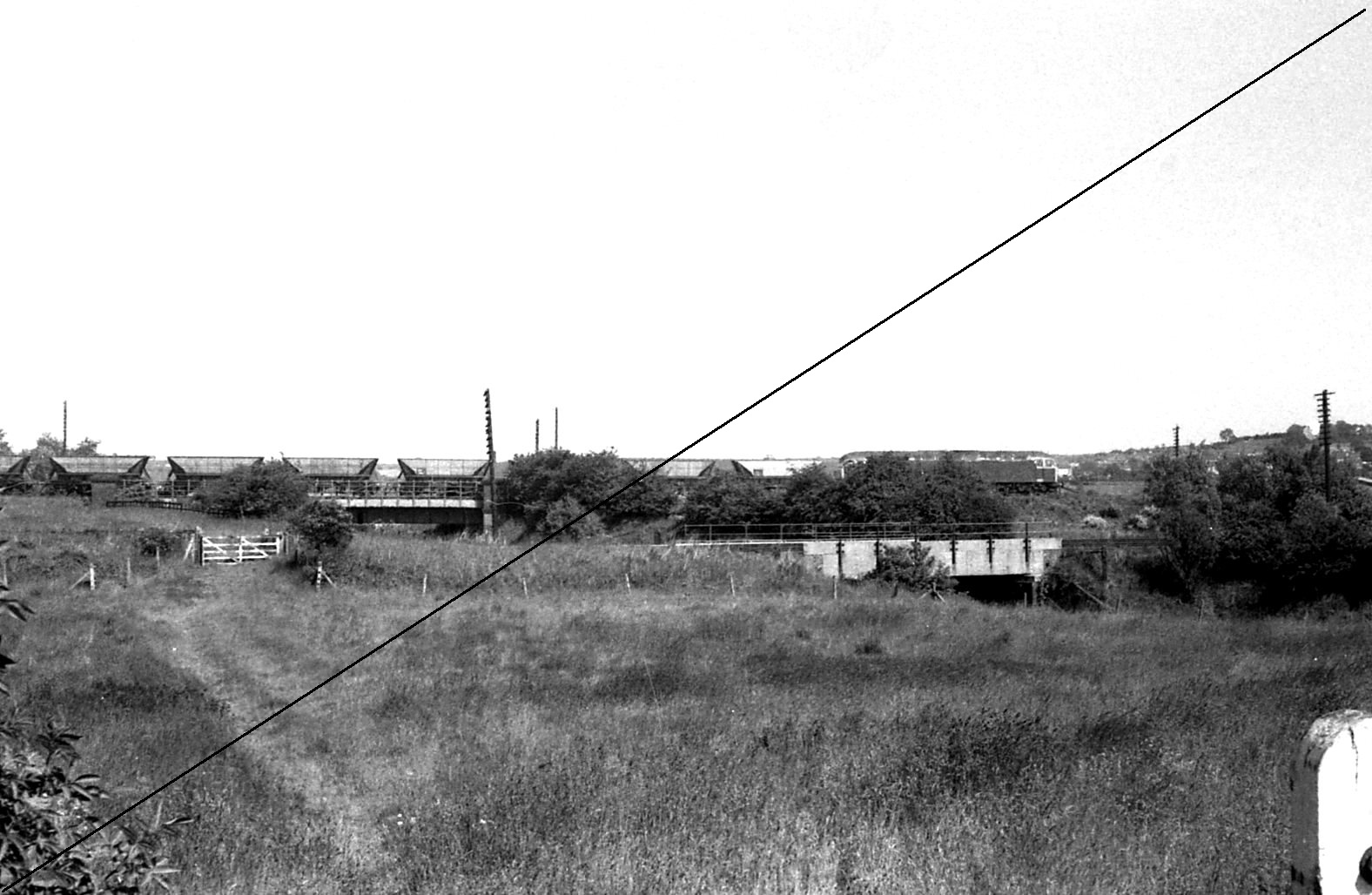 LDE020-BTL.525-1964, Class 47, No.47168 at LD&ECR Bridge over Norwood Colliery-Killamarsh (M.R.) Branch (GCR Bridge Foreground)-09-06-1977.jpg