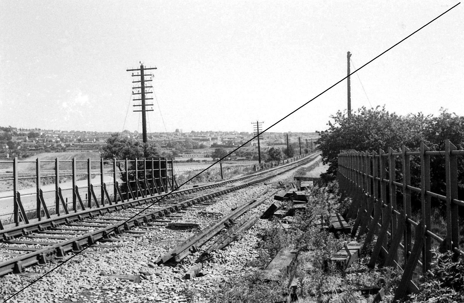 LDE019-Meadowgate Lane, Beighton-LD&ECR Bridge over Norwood Colliery-Killamarsh (M.R.) Branch-View South towards Killamarsh-09-06-1977.jpg