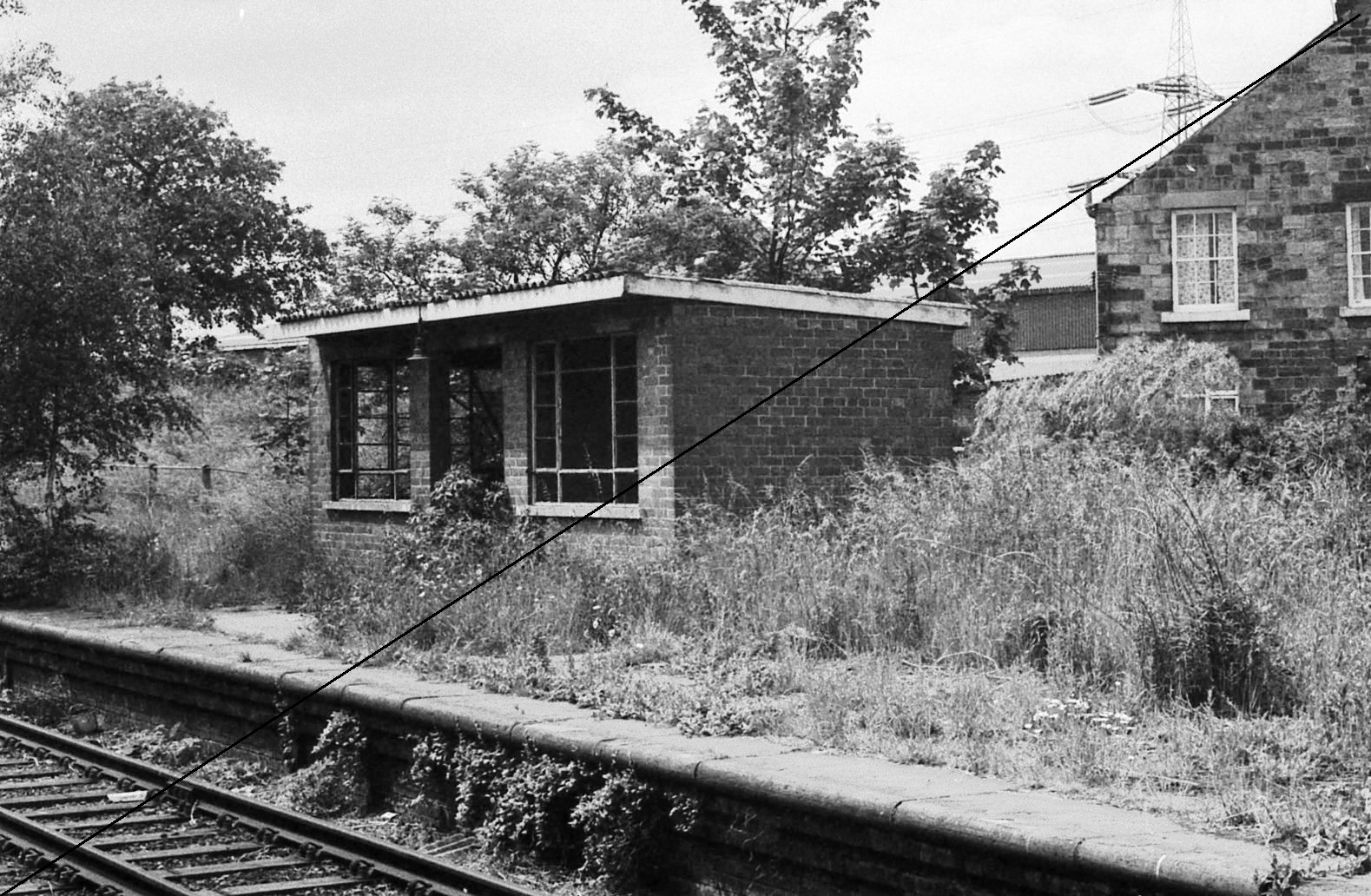 GCR001-Killamarsh Central Station-Down Platform-16-06-1977.jpg