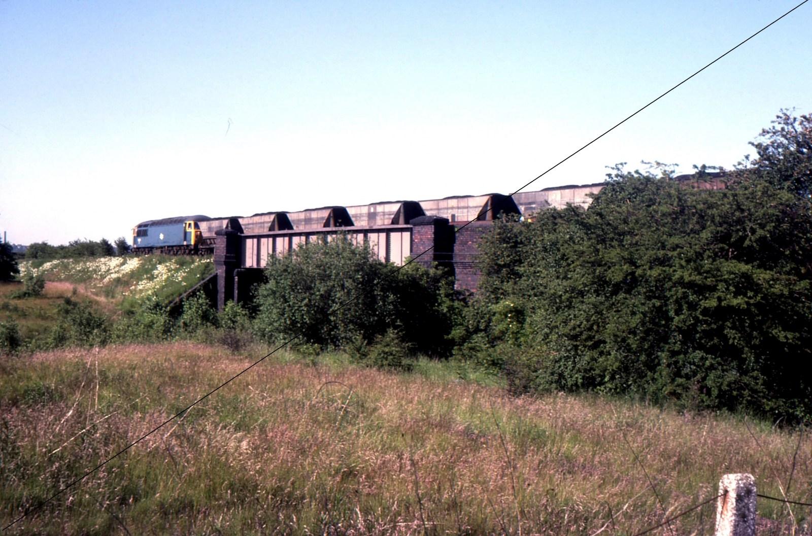 LDE029-ECR-1977, Class 56, No.56024 at Killamarsh Junction, LD&ECR bridge over Waleswood Curve, on ex-Westhorpe Colliery Mineral Train-14-07-1977.jpg