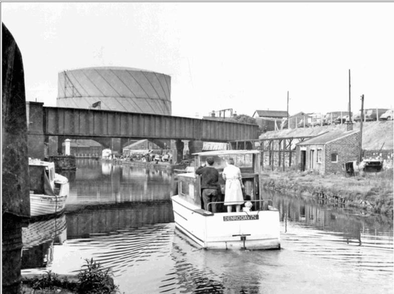 Cruiser 'Denrodawn' Canal Basin with Park Station Bridge 1968.jpg